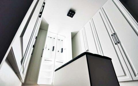 Гардеробная комната в частном доме