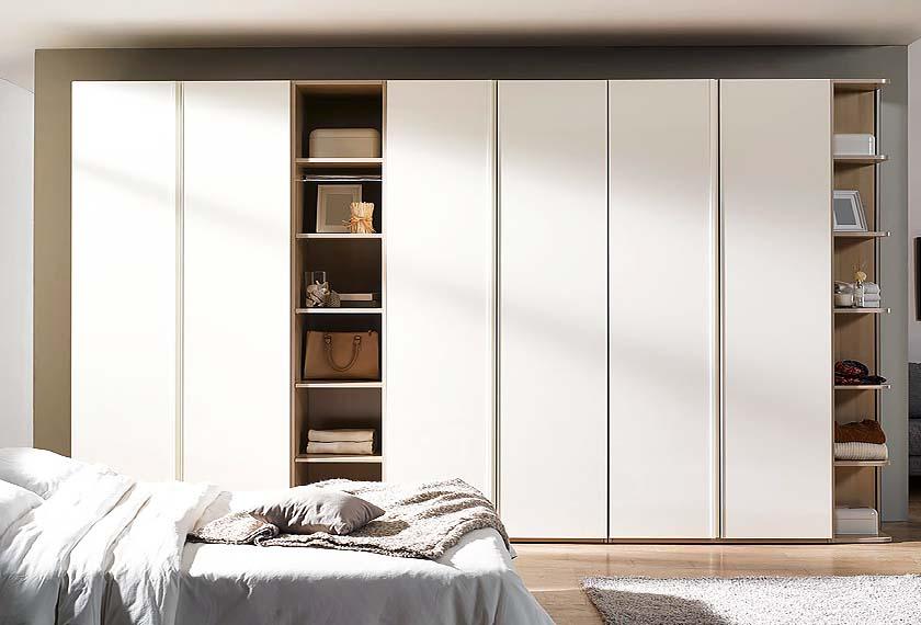 большой белый шкаф в спальню
