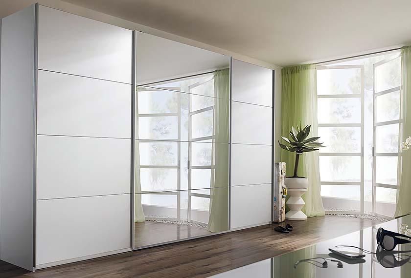 трехдверный шкаф зеркальный