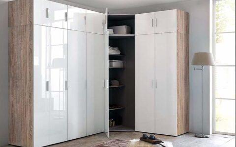 Шкаф в угол с распашными дверьми.