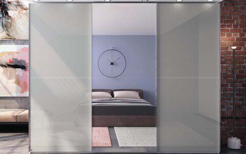 Трехдверный шкаф с зеркалом и подсветкой